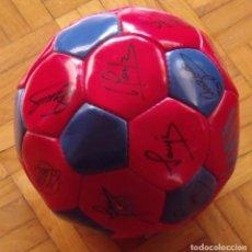 Coleccionismo deportivo: BALÓN O PELOTA F. C. BARCELONA 1995-96. 23 AUTÓGRAFOS, AUTOGRAPHS, FIRMAS DE TODA LA PLANTILLA.. Lote 291899193