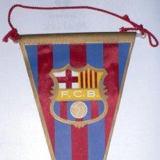 Coleccionismo deportivo: BANDERIN FUTBOL CLUB BARCELONA- TELA SERIGRAFIADA- 23 CMS LARGO- V I B. Lote 26973181