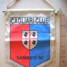 Coleccionismo deportivo: BANDERÍN MUY GRANDE DEL CAGLIARI CLUB FÚTBOL SAMASSI 90. AÑOS 80. ESCALA EN CM. . Lote 5698943