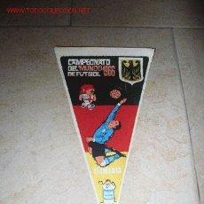 Coleccionismo deportivo: BANDERÍN DEL CAMPEONATO DE FUTBOL 1966; EQUIPO: ALEMANIA. Lote 24899540