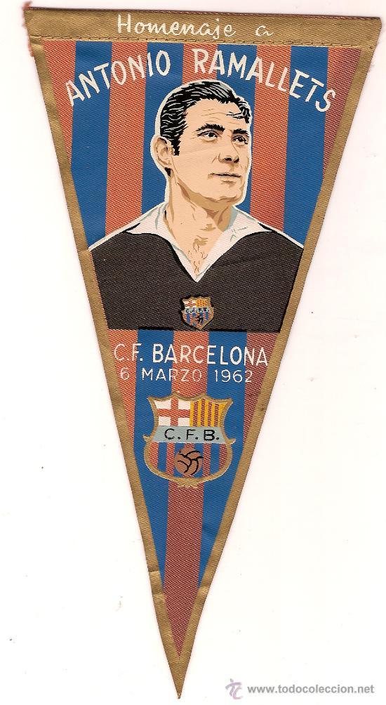 ANTIGUO BANDERIN TELA HOMENAJE A ANTONIO RAMALLETS C.F.BARCELONA 6 MARZO 1962 ED IRUPE (Coleccionismo Deportivo - Banderas y Banderines de Fútbol)