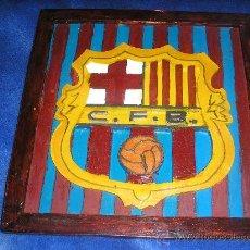 Coleccionismo deportivo: CUADRO DEL ESCUDO DEL FUTBOL CLUB BARCELONA. Lote 19041290