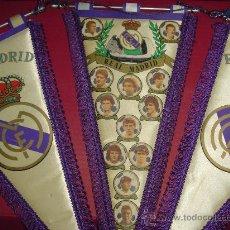 Coleccionismo deportivo: LOTE TRES BANDERINES REAL MADRID. ESCUDO Y ALINEACION: BUTRAGUEÑO, CAMACHO, MICHEL LLORENTE, ETC.. Lote 27615413