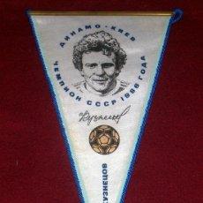Coleccionismo deportivo: BANDERIN DE FUTBOL // JUGADOR OLEG KUZNETSOV // DINAMO DE KIEV // UCRANIA. Lote 17630671