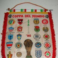 Coleccionismo deportivo: ANTIGUO BANDERIN DE FUTBOL - COPA DE MUNDO - MUNDIAL ITALIA 90 - MIDE 41 X 29 CMS.. Lote 22097511