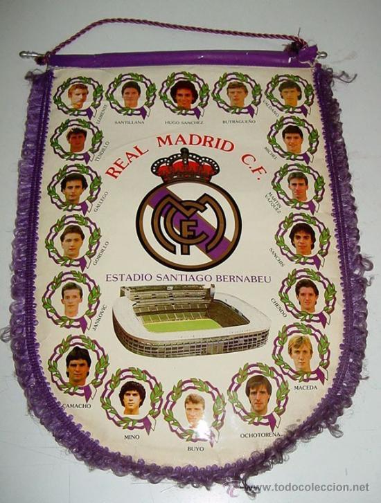 ANTIGUO BANDERIN DE FUTBOL - REAL MADRID - CON BUTRAGUEÑO, HUGO SANCHEZ, SANTILLANA, GORDILLO, CAMAC (Coleccionismo Deportivo - Banderas y Banderines de Fútbol)