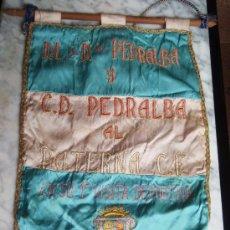 Coleccionismo deportivo: BANDERIN OFICIAL FUTBOL , LEER DESCRIPCION, PEDRALBA , PATERNA CF ,1975. Lote 24874353