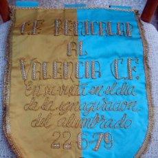 Coleccionismo deportivo: BANDERIN FUTBOL , BENICALAP AL VALENCIA C.F. 1979 , ORIGINAL. Lote 27400194