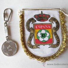 Collectionnisme sportif: BANDERIN Y LLAVERO DE IBERIA TRANSPORTISTA OFICIAL DEL MUNDIAL 82 DE ESPAÑA. Lote 25040212