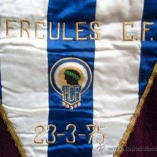 Coleccionismo deportivo: BANDERIN FUTBOL , HERCULES DE ALICANTE AL VALENCIA CF 23-3-1975 , ORIGINAL. Lote 30084048