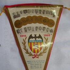Coleccionismo deportivo: BANDERÍN BODAS DE ORO VALENCIA CLUB DE FUTBOL 1919 - 1969. Lote 30214253