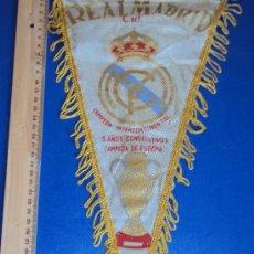 Coleccionismo deportivo: (BB-10)BANDERIN FUTBOL REAL MADRID CAMPEON INTERCONTINENTAL 5 AÑOS CONSECUTIVOS. Lote 30642907