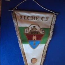 Coleccionismo deportivo: (BA-66)BANDERIN GRANDE AÑOS 70 ELCHE C.F.(26 X 45 CM.). Lote 30715168