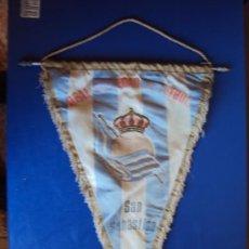 Coleccionismo deportivo: (BA-69)BANDERIN GRANDE AÑOS 70 REAL SOCIEDAD(27 X 39 CM.). Lote 30715243