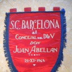 Coleccionismo deportivo: BANDERIN S.C.BARCELONA 21-11-1964.DON JUAN ABELLAN.. Lote 30911537