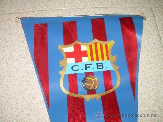 ANTIGUO BANDERIN DE TELA....C.F. BARCELONA....TAMAÑO GRANDE... 46 CM. (Coleccionismo Deportivo - Banderas y Banderines de Fútbol)