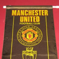 Coleccionismo deportivo: BANDERIN DE GRAN TAMAÑO DEL MANCHESTER UNITED FOOTBALL CLUB. Lote 33045125