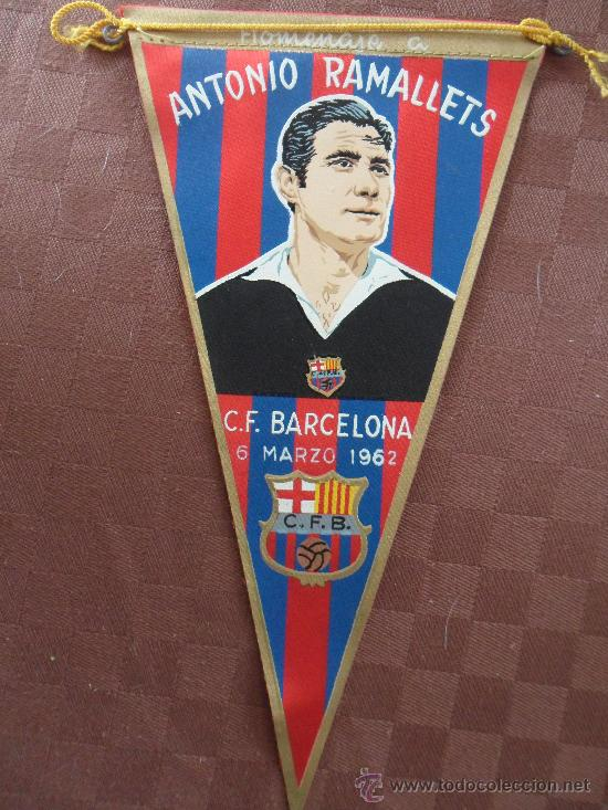 Coleccionismo deportivo: antiguo banderin del homenaje a ramallets futbol club f.c barcelona fc barça cf ver fotos año 1962 - Foto 2 - 33409468
