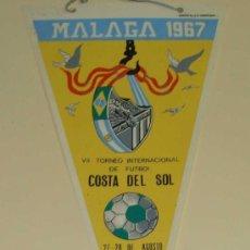 Collezionismo sportivo: BANDERÍN FÚTBOL. AÑOS 50 60. TROFEO COSTA DEL SOL. AÑO 1967. CLUB DEPORTIVO MÁLAGA. 31 CM . Lote 33913208