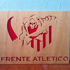 Coleccionismo deportivo: ATLETICO DE MADRID FRENTE ATLETICO CUADRO DE MADERA. Lote 46588551