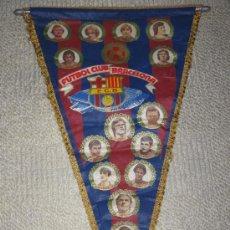 Coleccionismo deportivo: BANDERÍN GRANDE FUTBOL CLUB BARCELONA 1980, REXACH, SIMONSEN, SHUSTER, QUINI, MIGUELI, ETC. Lote 35599281