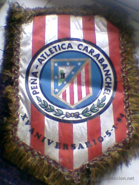 BANDERIN FIRMADO FUTBOL 1983 84 PEÑA ATLETICA CARABANCHEL AUTOGRAFOS PLANTILLA AT MADRID ATLETICO (Coleccionismo Deportivo - Banderas y Banderines de Fútbol)