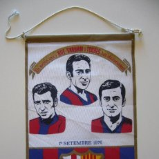 Coleccionismo deportivo: BANDERÍN ANTIGUO DEL FUTBOL CLUB BARCELONA. ELS VOSTES AMICS RIFE, SADURNI I TORRES 1976. Lote 37052470