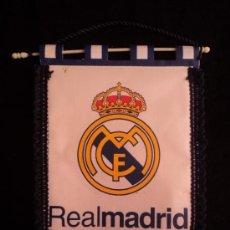 Coleccionismo deportivo: BANDERIN REAL MADRID CLUB DE FUTBO. 34X24. Lote 37921150