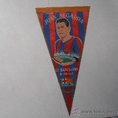 Coleccionismo deportivo: ANTIGUO BANDERIN DEL F.C.BARCELONA HOMENAJE A JUAN SEGARRA. Lote 38452274