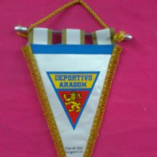 Coleccionismo deportivo: BANDERIN PENNANT FUTBOL: DEPORTIVO ARAGON, FILIAL DEL REAL ZARAGOZA. MEDIDAS 58 X 36 CM.. Lote 38454447