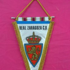 Coleccionismo deportivo: BANDERIN PENNANT FUTBOL: REAL ZARAGOZA. MEDIDAS 46 X 24 CM.. Lote 38454698