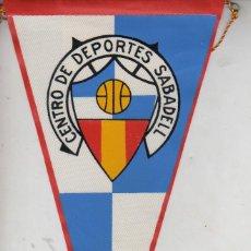 Coleccionismo deportivo: BUEN BANDERIN FUTBOL - AÑOS 60 - SABADELL -OBSEQUIO CARAMELOS KIKI,S IBERICA . Lote 39948505