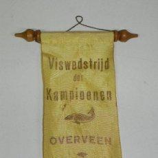 Coleccionismo deportivo: ANTIGUO BANDERIN DE VISWEDSTRIJD DER KAMPIOENEN OVERVEEN 1964, MIDE 30 X 11 CMS.. Lote 38277397