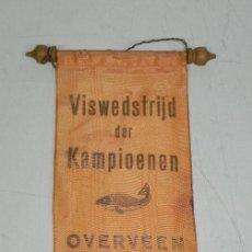 Coleccionismo deportivo: ANTIGUO BANDERIN DE VISWEDSTRIJD DER KAMPIOENEN OVERVEEN 1965, MIDE 30 X 11 CMS.. Lote 38277398