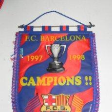 Coleccionismo deportivo: ANTIGUO BANDERIN, FUTBOL CLUB BARCELONA, CAMPEONES, 1997 - 1998, MIDE 44 X 30 CMS. Lote 38278190