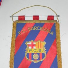 Coleccionismo deportivo: ANTIGUO BANDERIN, FUTBOL CLUB BARCELONA, MIDE 44 X 30 CMS. Lote 38278192