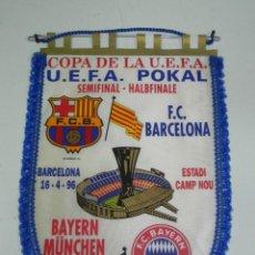 Coleccionismo deportivo: ANTIGUO BANDERIN, FUTBOL CLUB BARCELONA, F.C. BAYERN, COPA DE LA UEFA, 1996, MIDE 44 X 30 CMS. Lote 38278197