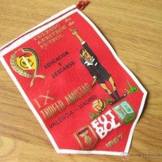 Coleccionismo deportivo: BANDERIN DEL COLEGIO DE ARBITROS DE FUTBOL DEL IX TROFEO AMISTAD - EDUCACION Y DESCANSO 1967. Lote 40834925