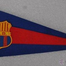 Coleccionismo deportivo: BANDERIN DEL FUTBOL CLUB BARCELONA. BARÇA. ORIGINAL EN ROPA. AÑOS 50. F.C. BARCELONA. Lote 41396963
