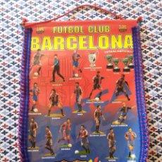 Coleccionismo deportivo: BANDERIN FUTBOL CLUB BARCELONA TEMPORADA 94-95 DE 47 X 33 CMS. PLASTICO Y TELA. Lote 42393698