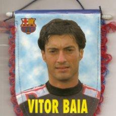 Coleccionismo deportivo: BANDERÍN DEL BARCELONA F.C., ESTADIO CAMP NOU- REVERSO VÍCTOR BAIA. Lote 42971859