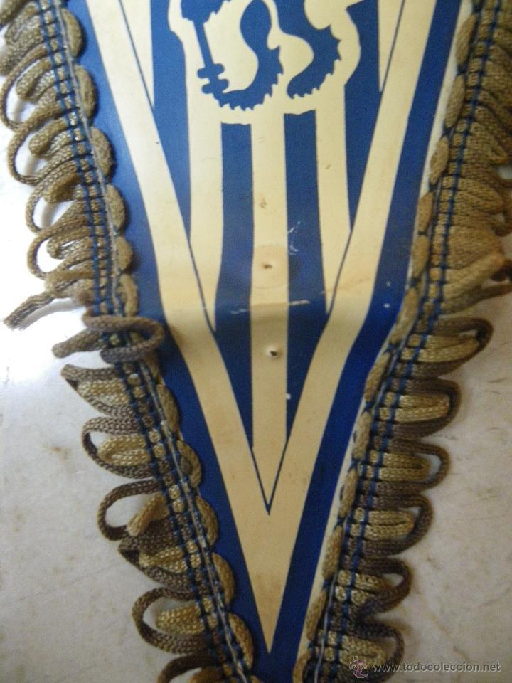 Coleccionismo deportivo: Banderín del CHELSEA. The Blues, (40 cm) de tela-plástica (necesita limpiar) - Foto 3 - 43374279