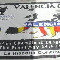 Coleccionismo deportivo: GRAN BANDERA FINAL CHAMPIONS LEAGUE PARIS MAYO 2004 VALENCIA LA HISTORIA CONTINUA REAL MADRID. Lote 44840768