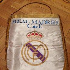 Coleccionismo deportivo: ANTIGUO BANDERIN GRANDE REAL MADRID PENNANT. Lote 45000244