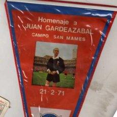 Coleccionismo deportivo: BANDERIN ORIGINAL HOMENAJE A JUAN GARDEAZABAL. CAMPO DE SAN MAMES. 21-2-1971 ÁRBITRO DE FÚTBOL. Lote 45187172