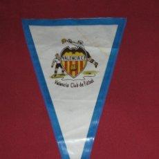 Coleccionismo deportivo: BANDERIN DEL VALENCIA CLUB DE FUTBOL - AÑOS 60. Lote 45230004