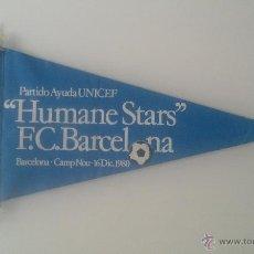 Coleccionismo deportivo: BANDERIN HUMANE STARS FUTBOL CLUB BARCELONA UNICEF 1980. Lote 45399265