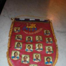 Coleccionismo deportivo: ANTIGUO BANDERIN F.C.B. AÑOS 70 CON BARILLA ALUMINIO MARCIAL JUANITO ASENSI SOTIL CRUYFF REXACH BAR. Lote 45688158