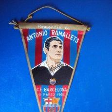 Coleccionismo deportivo: (BAN-1054)BANDERIN HOMENAJE A A.RAMALLETS,C.F.BARCELONA,6-3-1962,VARIANTE CON FIRMA IMPRESA. Lote 45753434
