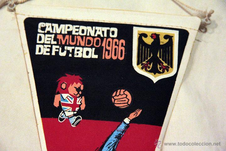 Coleccionismo deportivo: BANDERIN DEL CAMPEONATO DEL MUNDO DE FUTBOL 1966 ALEMANIA. - Foto 2 - 45935201